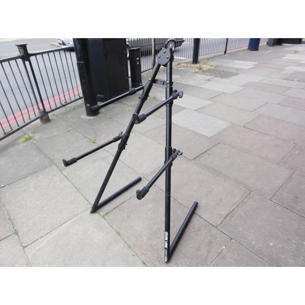<p>Heavy-duty two-tier keyboard stand with height-adjustable arms that have plenty of depth.</p><p></p>