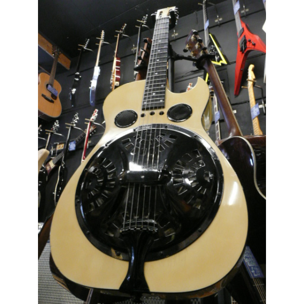 <p>Dobro resonator made in 1992-1993, with cutaway and hardcase.</p><p>Condition: The colour has changed from white to a kind of creamy yellow (you can see the contrast on the headstock picture), and there's a mark on the back, otherwise it's in great condition for its age.</p>
