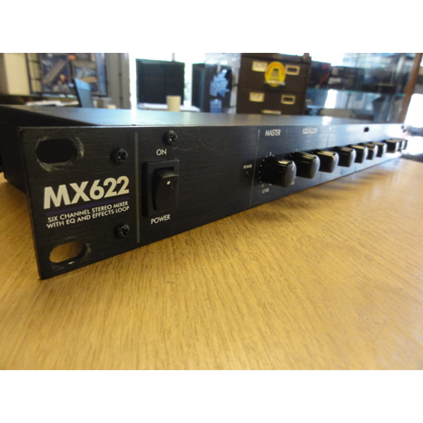 <p>6 channel 1U rack mixer.<br />3 balanced XLR inputs, with switchable phantom power.<br />3 stereo line-level inputs on RCA.<br />Effects loop for connecting an external processor.<br />Master level and Bass and Treble controls.</p><p><br /></p>
