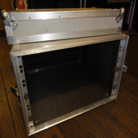 <p>6U 19 inch rack case. </p><p>Ply with aluminium cladding.</p><p>Robust metal handles and butterfly clips.</p>