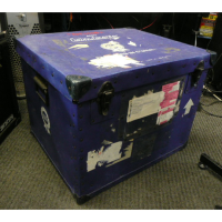 <p>Flight case with fibreboard shell.  Can be used for drum hardware, lighting par cans, etc.</p><p>Condition: Various scrapes, and a big gash across the top (as seen in pics).</p>