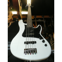 Excellent 5-string jazz bass with alder body, canadian maple neck, and arctic white finish.