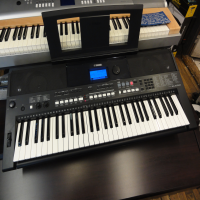 High quality, modern 61 key arranger keyboard.<br /><br />Excellent condition, with music rest.<br /><br /><br /><br />