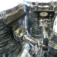 <p>Quality 5-piece rock kit with blue strata wrap, poplar shells, all hardware and cymbals.</p><p>Near mint condition.</p>