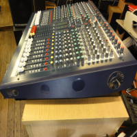 <p>Fully-featured professional  mixer with long-throw faders.</p><p>Excellent pre-amps and EQs.</p><p>16 XLR inputs, 16 jack inputs.</p><p>Two additional stereo pairs of inputs on jack.</p><p><br /></p><p></p>