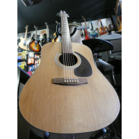 <p>Classic model solid-top acoustic by Seagull.&nbsp; Made in Canada.</p><p>Condition: various light scrapes in the table, as seen in the pics, and some small dents in the back of the neck.</p>