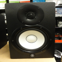 "Professional active studio monitors - a great choice for project studios.<br />2-way bass-reflex bi-amplified nearfield studio monitor with 6.5"" cone woofer and 1"" dome tweeter<br /><br />Excellent condition.<br /><br /><br />"